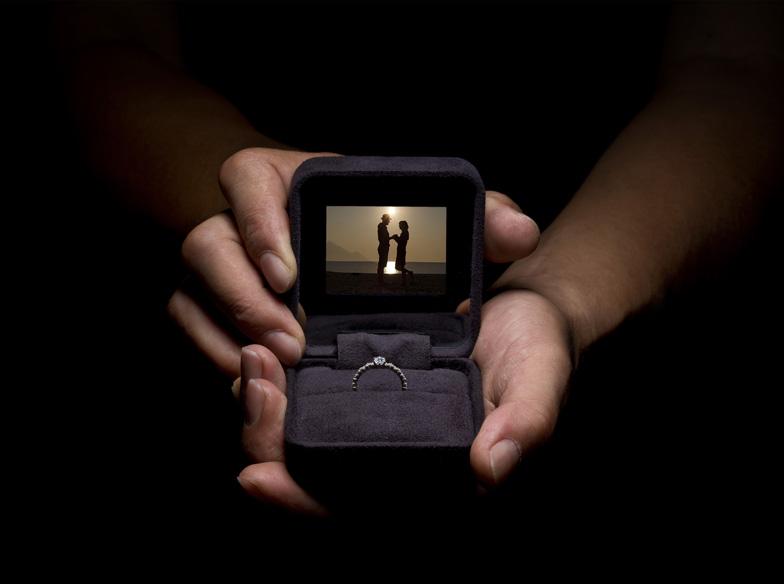 【静岡市・浜松市】プロポーズの強い味方。婚約指輪を100倍素敵に演出するサプライズアイテム!