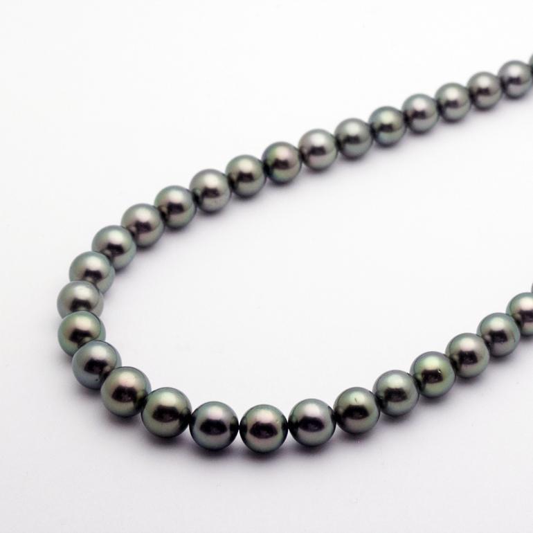 最高級「ピーコック・グリーン」の黒蝶真珠をお探しなら静岡市の宝石店で!