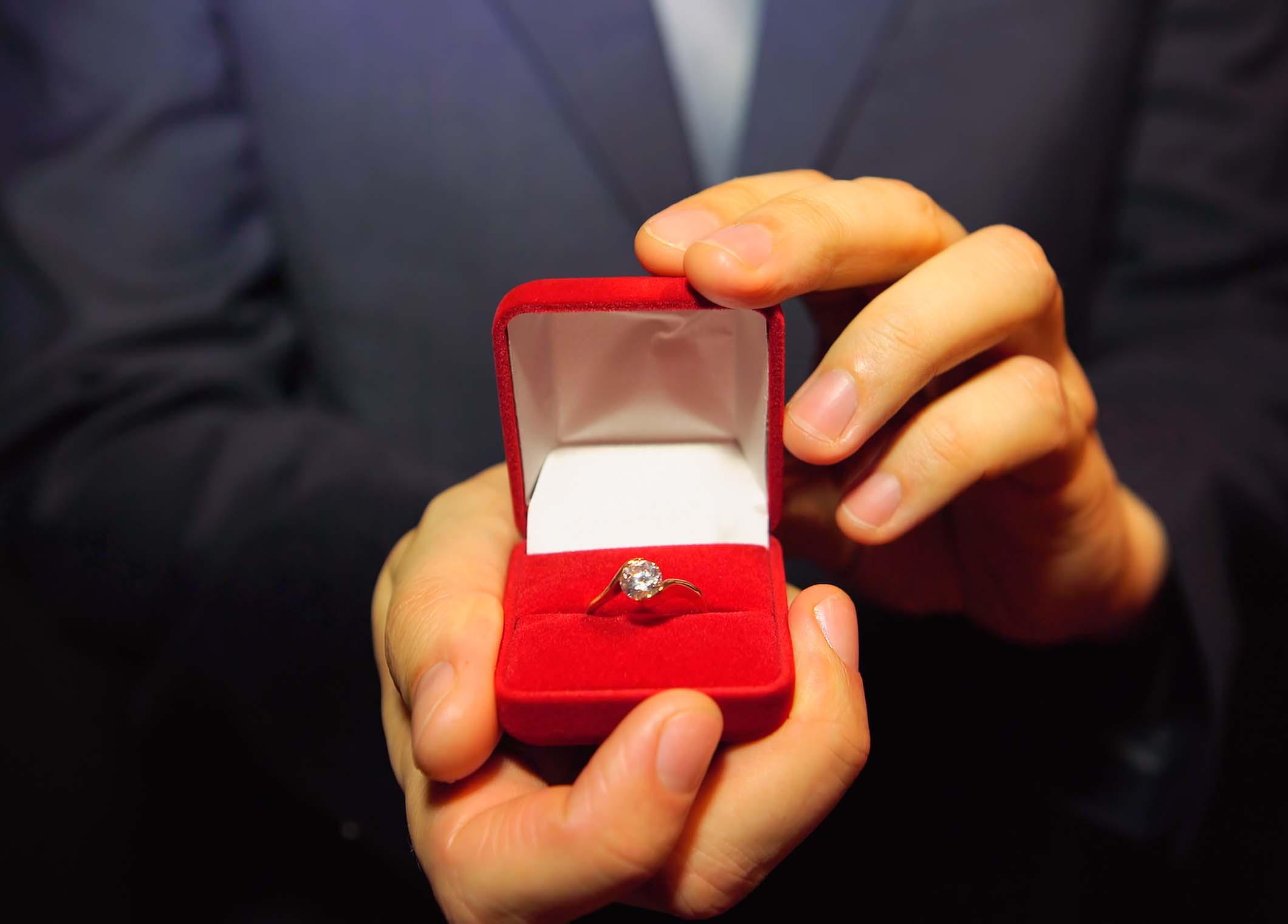 静岡市でプロポーズをするクリスマス♡どこで愛を叫ぶ?プロポーズ成功の秘訣は場所にあった!