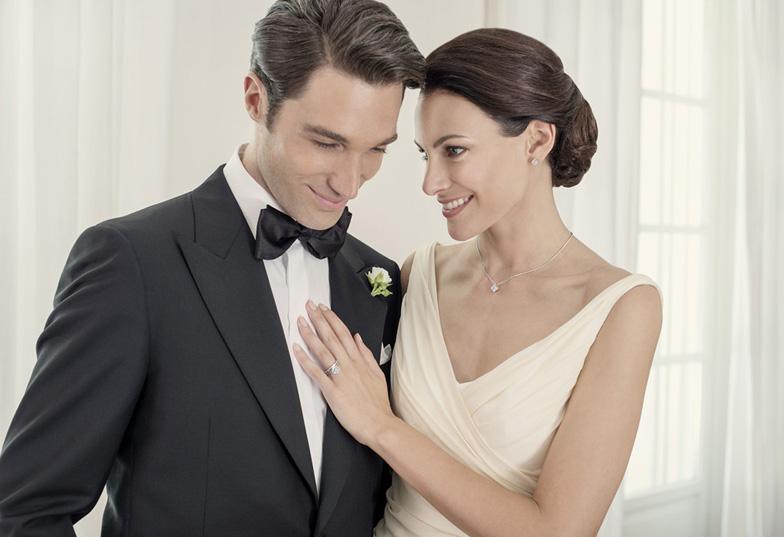 【静岡市】婚約指輪は高品質のダイヤモンドを使った『フォーエバーマーク』で決まり!