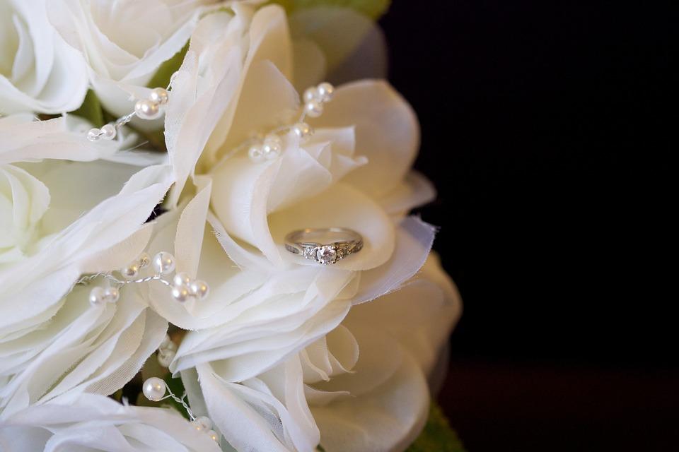 wedding-2432980_960_720