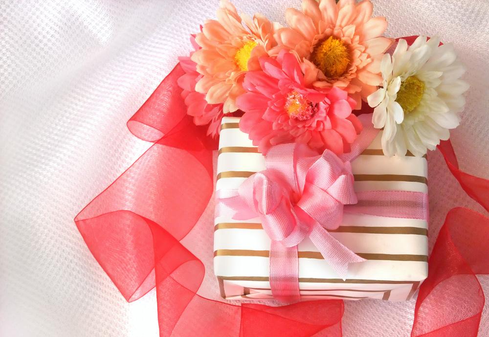 5月は母の日、5月の誕生石エメラルドのジュエリーを送っては!
