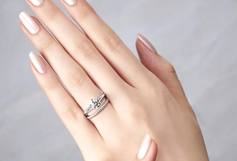 【福山市】今どき花嫁は婚約指輪と結婚指輪の重ね付け!!2人で見つける宝物☆