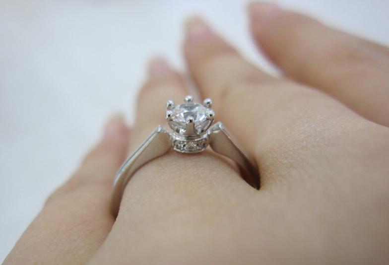婚約指輪の結婚後の使い道?結婚指輪と重ね付けの順番?意味は?