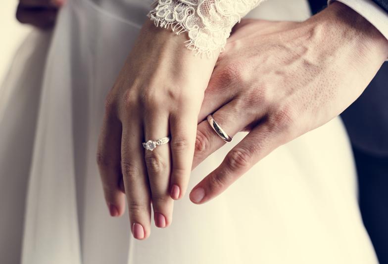 浜松 結婚指輪と婚約指輪、同じブランドで買う?違うブランドで買う?