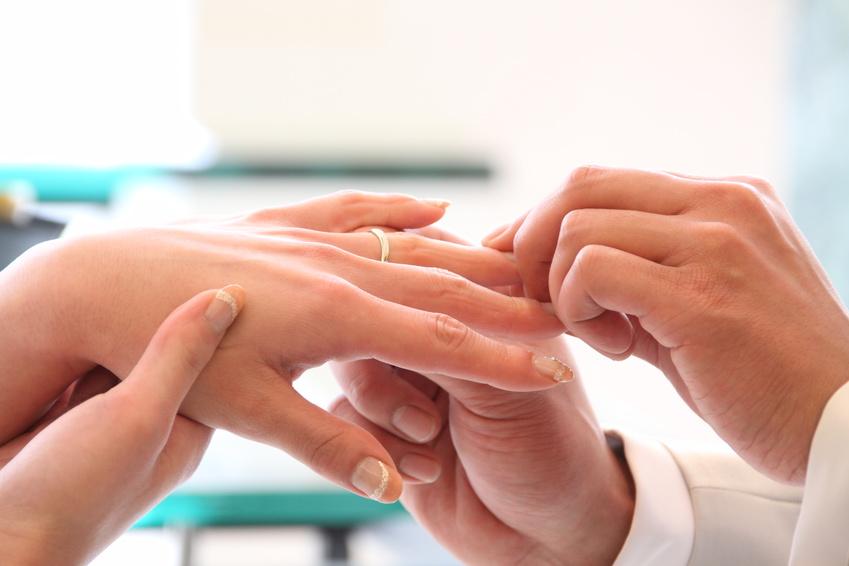 【福井市】どうして左手の薬指なの?永遠の証を誓う結婚指輪のハナシ