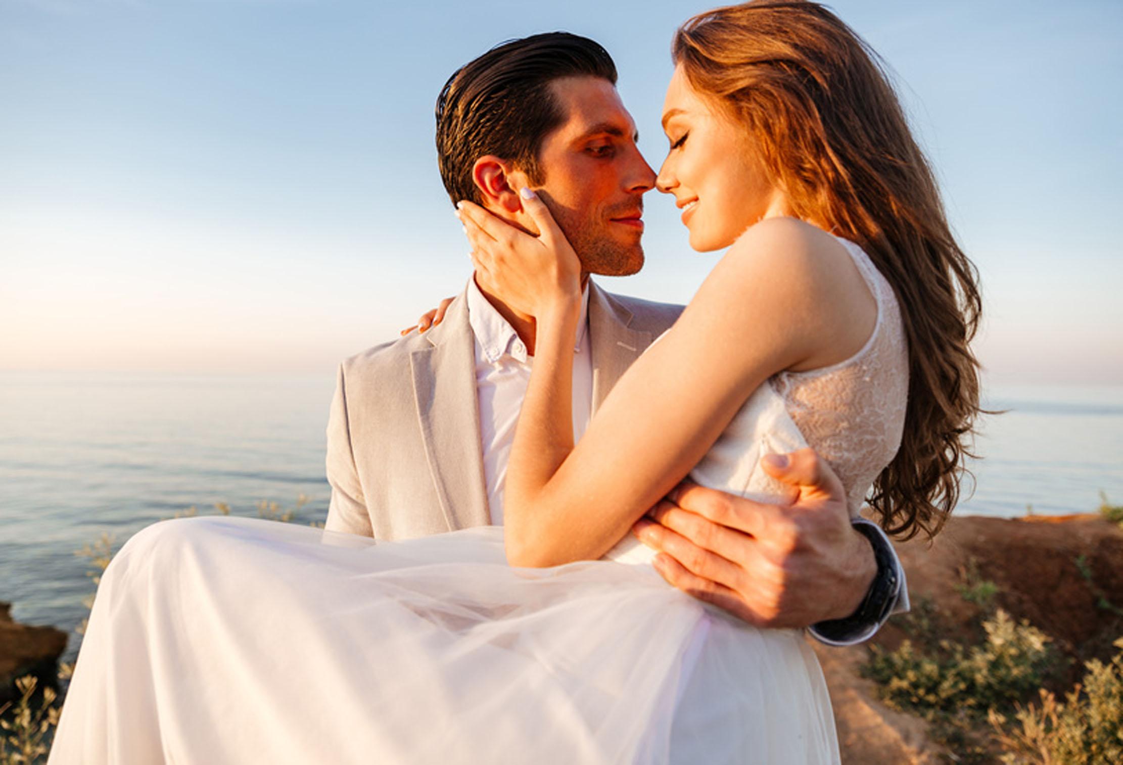 宝石言葉は「幸せな結婚」アクアマリンをお探しなら静岡市の宝石店で!