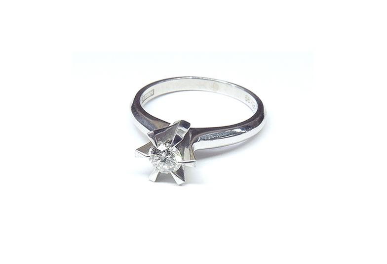 古い婚約指輪2