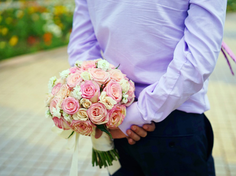 holding-flowers-1729424_960_720