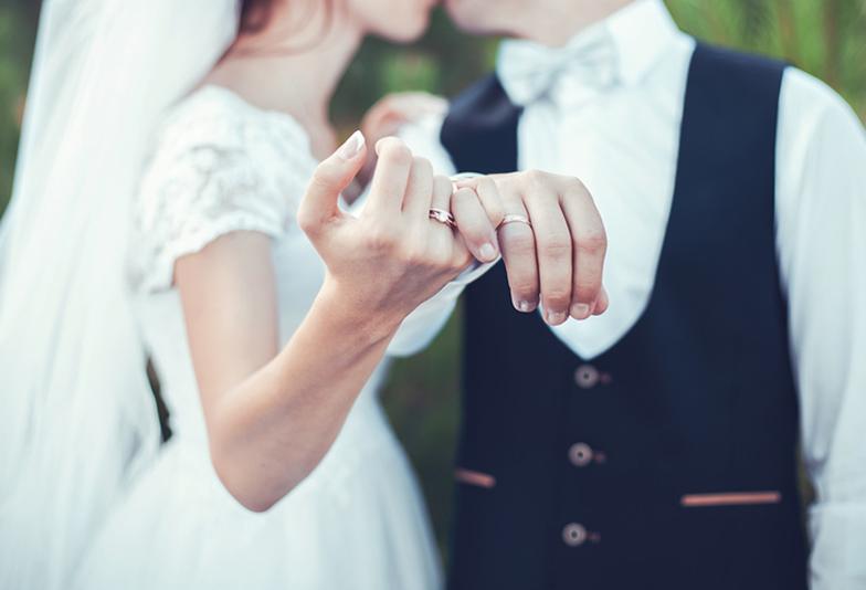 【静岡市】不動の人気♡プラチナの結婚指輪をシンプルに着けこなそう