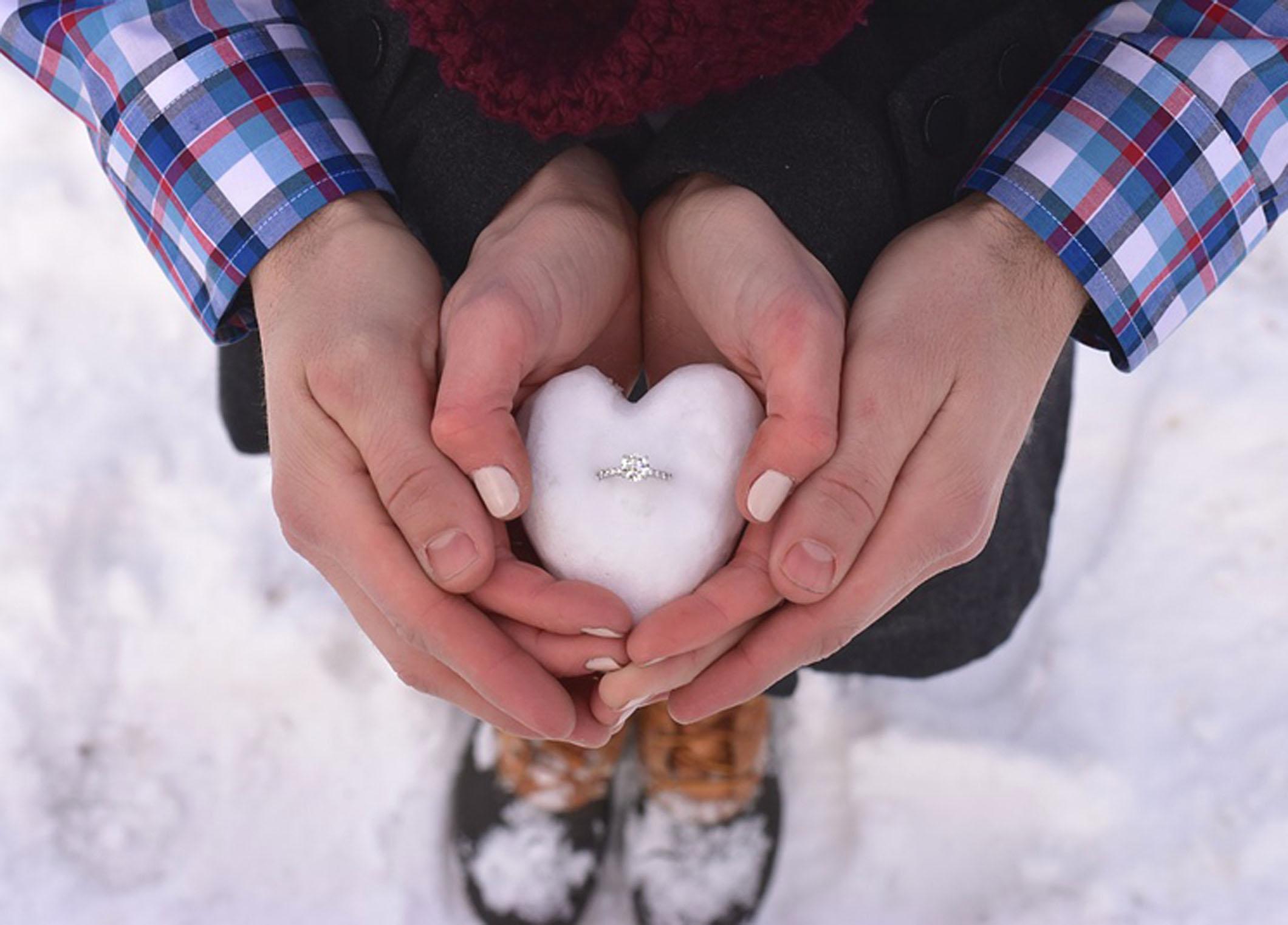クリスマスプロポーズで婚約指輪を贈ろう!静岡市で素敵な聖なる夜を♡