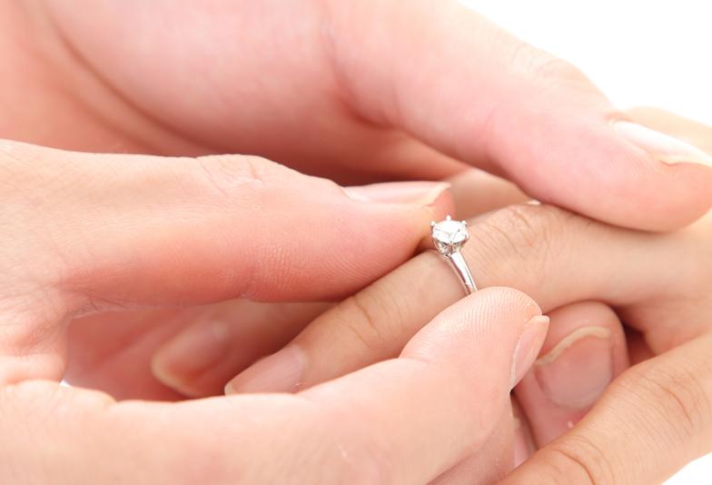 指輪を贈る