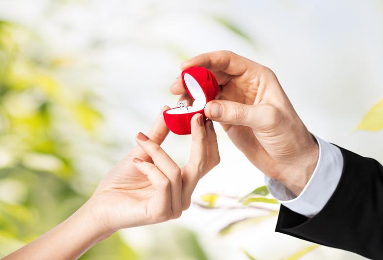 静岡市の男性が素敵なサプライズプロポーズを成功させているのには秘密があった!婚約指輪はブライダルリング専門店でゲットしよう♪