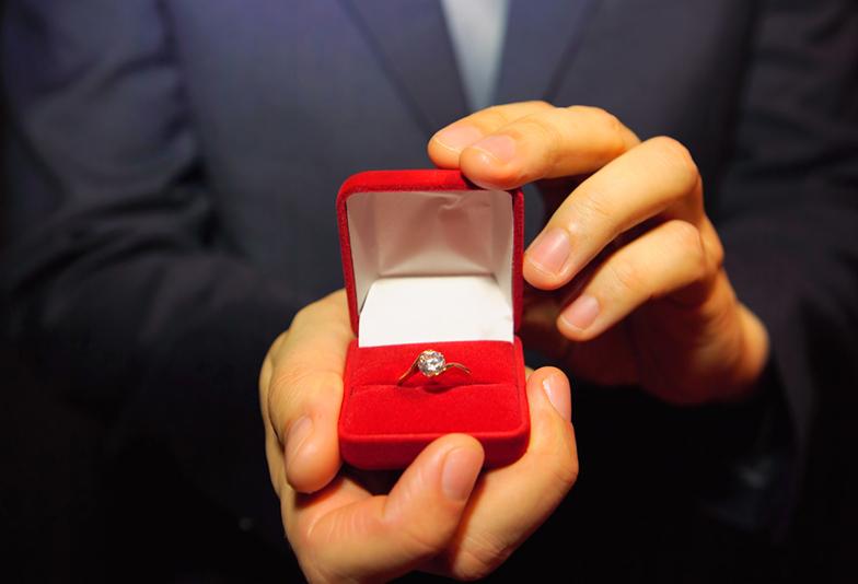 プロポーズ成功の秘訣!婚約指輪を最短3日で準備する方法とは? 浜松市のブライダルリング専門店