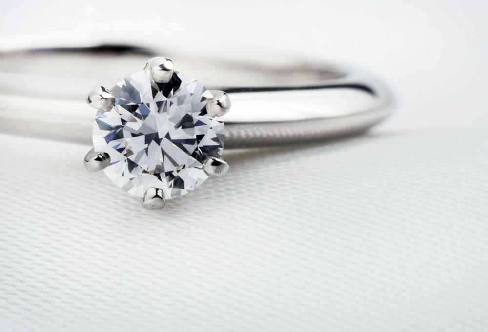 【静岡市】婚約指輪を彼女と一緒に選ぶときのコツは?