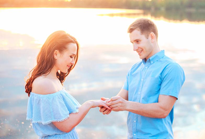 静岡市のプロポーズを考える男性に提案!サプライズも出来て彼女に1番喜んでもらえる婚約指輪を選ぶ方法♡
