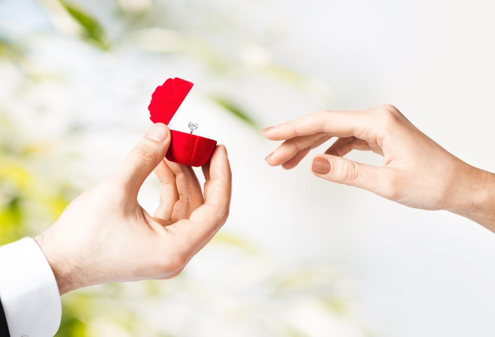 【静岡市】大型連休はサプライズプロポーズに最適♡最短3日!今からでも間に合う婚約指輪
