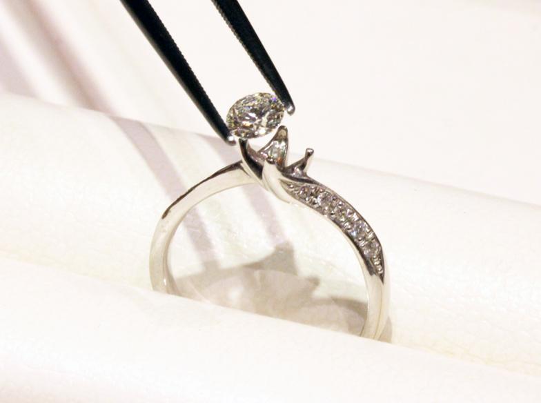 【神戸・三ノ宮】身に着けなくなった婚約指輪をネックレスにリフォームできます