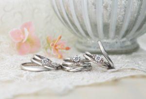 【浜松】 婚約指輪を買うと結婚指輪がついてくる! お得に重ね付けセットリングを手に入れる方法とは?