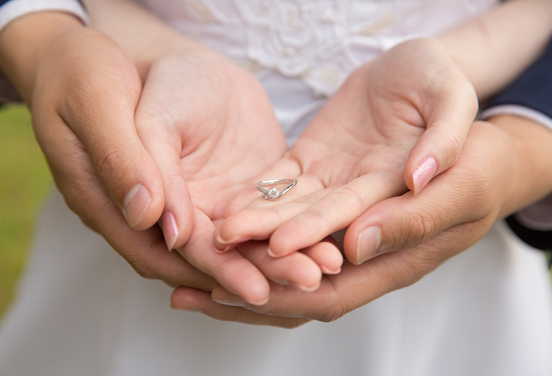 【静岡市】婚約指輪はプラチナとゴールドどっちにするべき?ラブボンドの人気デザインで徹底比較