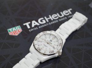 【静岡タグホイヤー】夏におすすめしたい時計TAGHeuer アクアレーサーホワイトセラミック