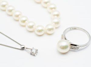 【静岡市】真珠のブローチをコーディネートのアクセントに。
