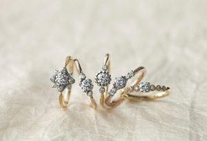 【浜松】お手元を華やかにしてくれる、お花がモチーフの可愛らしい婚約指輪