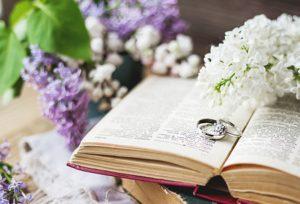 【福山市】ホワイトダイヤモンドVSピンクダイヤモンドの婚約指輪・結婚指輪の重ね付けはどっちがいいの?