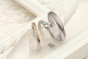 【静岡市】女子の定番!婚約指輪と結婚指輪の重ね着けの相性のいい組み合わせとは?