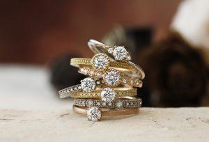 【静岡市】婚約指輪に華やかさをプラス!鮮やかなゴールドの婚約指輪
