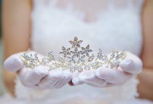 結婚式につけるヘッドドレスは「ティアラ」で決まり♡【福岡県久留米市】