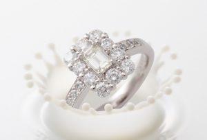 浜松市で探す婚約指輪。知っておきたい婚約指輪を購入するタイミングはいつ?