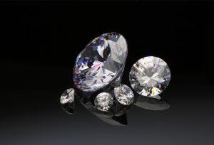 【浜松市】婚約品はダイヤモンドで。ダイヤモンドネックレスのススメ!