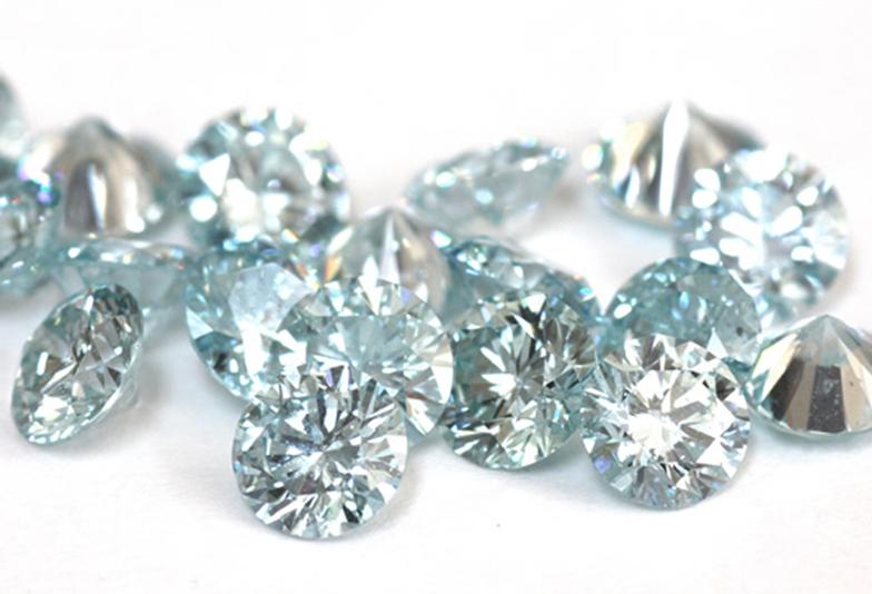結婚指輪にブルーダイヤモンドを留めたデザインが可愛い♡自分の好みのデザインにアレンジしてセッティングがオススメ!【静岡市】