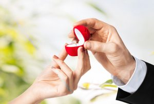 【静岡市】サプライズプロポーズ♡今すぐ欲しい婚約指輪にお悩みの男性必見!当日お持ち帰りが出来る婚約指輪