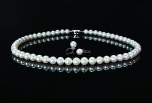 【静岡市】ウェディングドレスに合わせるなら輝きの美しい真珠のネックレスがおススメ