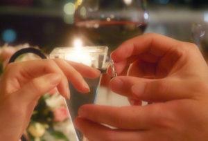 【浜松】プロポーズに婚約指輪は必要?あると嬉しい婚約指輪