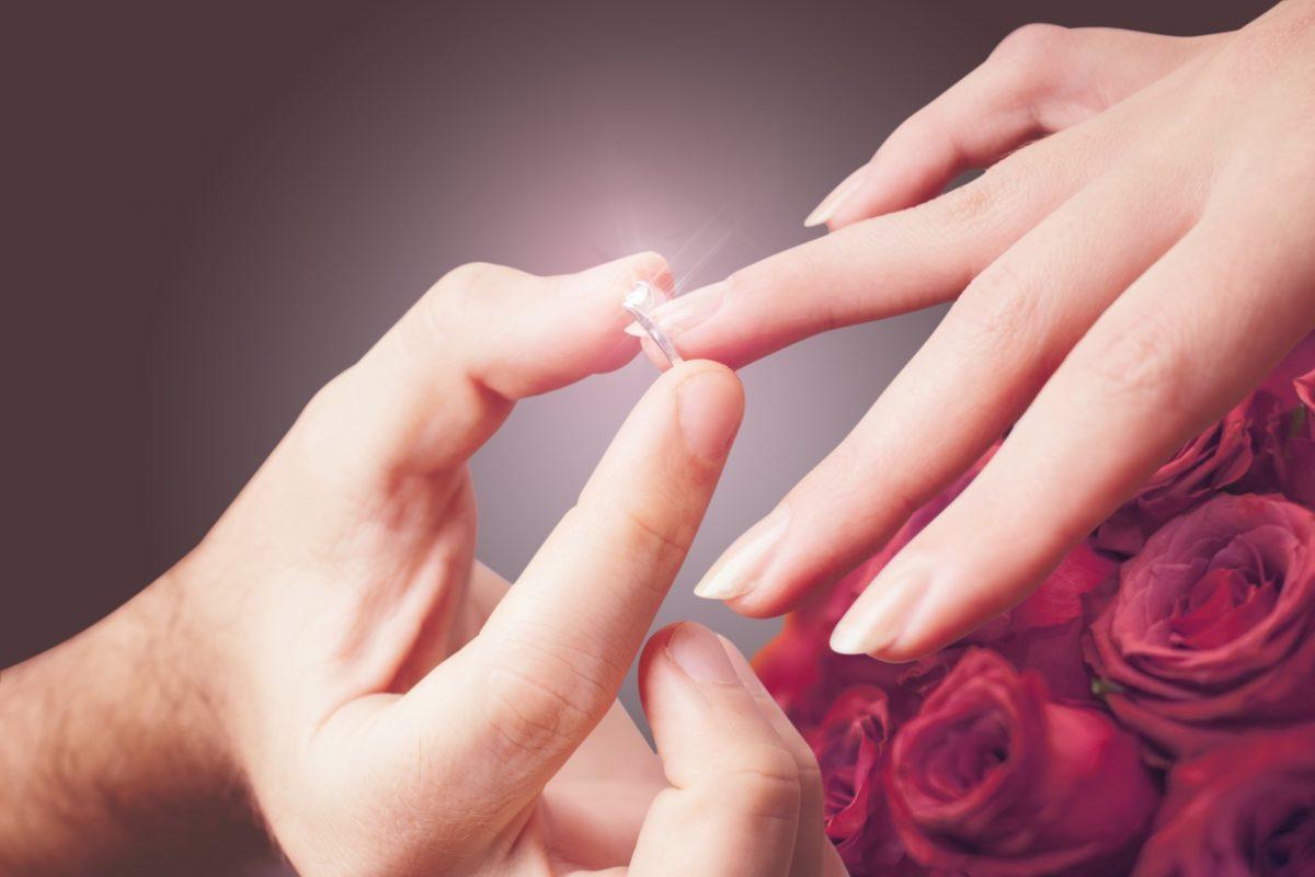 【静岡市】婚約指輪は重ね着け重視?ピッタリ重なる人気セットリング
