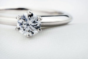 【神奈川県】横浜市元町で婚約指輪をジュエリーリフォーム!毎日着けられる特別なジュエリーを作ろう