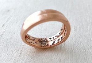 【浜松市】結婚指輪の内側の刻印にこだわる人急増中!!おしゃれな結婚指輪特集。
