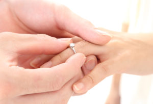 【神奈川県横浜市】本当に欲しい婚約指輪がもらえた!予算に合わせたダイヤモンドと選べるデザインが魅力