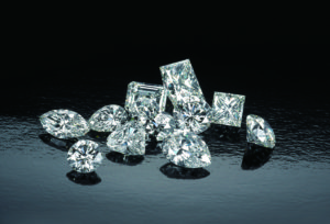 【浜松市】婚約指輪を探すならクチコミで人気のブライダルブランド。「婚約指輪ならダイヤモンドにこだわったブランドを」