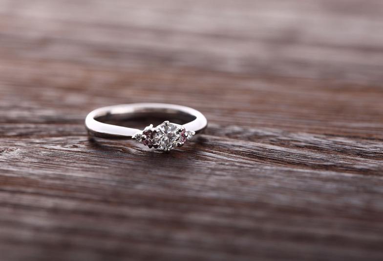 【浜松市】口コミを元に2019年婚約指輪の人気デザインランキング「ずっと身に着けられるからシンプルデザインが一番」