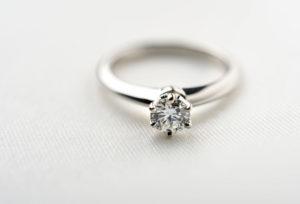 婚約指輪の準備はできてる?【福山市プロポーズ】まだ間に合う!すぐ持って帰れる婚約指輪