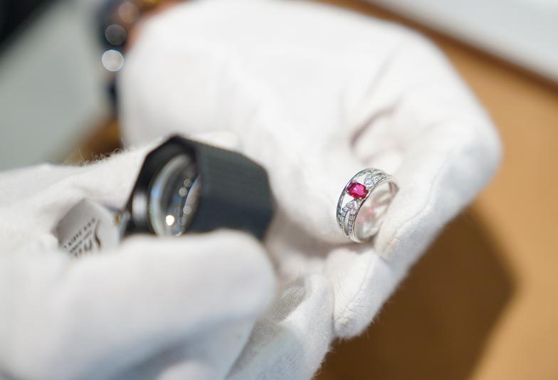 【和歌山・泉南】ジュエリーリフォーム(リメイク)で婚約指輪のダイヤモンドをネックレスやリングへ甦らせよう!