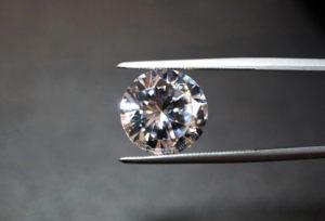 【大阪・梅田】知っておくべき!婚約指輪「合成ダイヤ」と「天然ダイヤ」の違いとは?