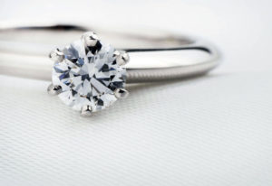 【広島市】安いだけじゃない!予算に合わせた婚約指輪選びの新定番とは