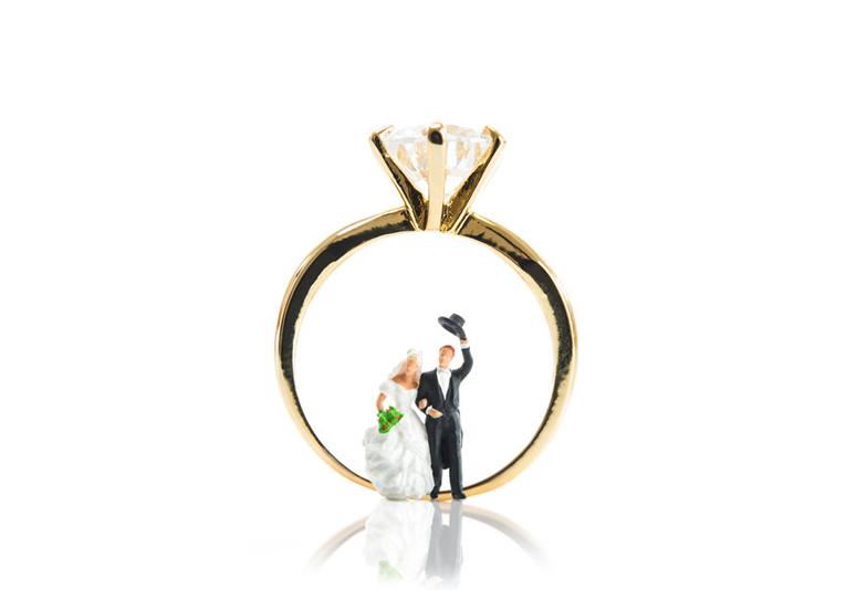 【静岡市】婚約指輪を「ひとりで選ぶ」のと「彼女と選ぶ」の違いとは?