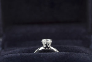 【広島市】10万円以下の婚約指輪でも自信を持ってプロポーズできる!