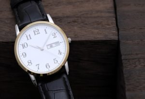 【福井市】腕時計の時間合わせってどうするの?【クォーツ編】